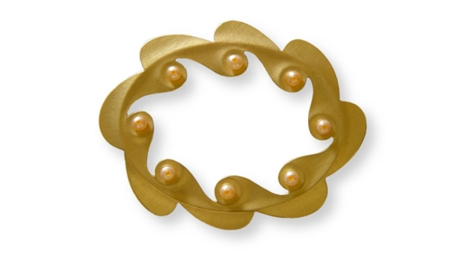 crown_brooch_2_-_65x52mm_18kr_gold_freshwaterpearls