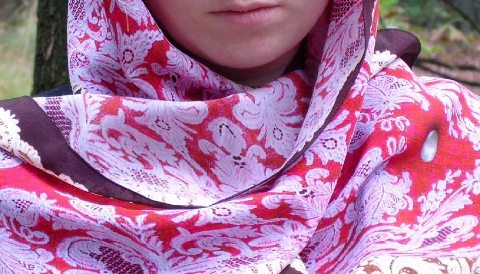 Studio-ePosh shawl Pearls