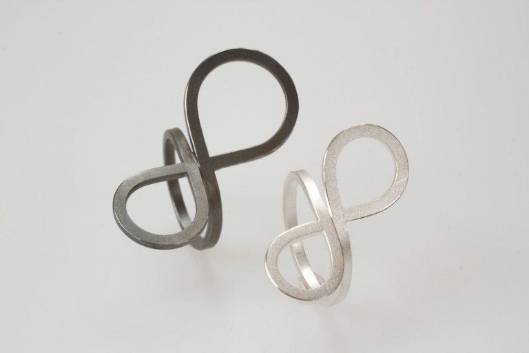 Vlinderring klein groot in zilver en gezwart zilver