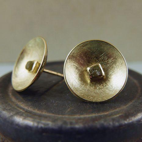 kom-oorstekers-geel-goud-ruwe-diamant